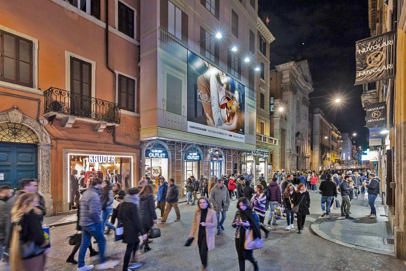 Roma via del corso piazza del popolo one unity for Bershka roma via del corso